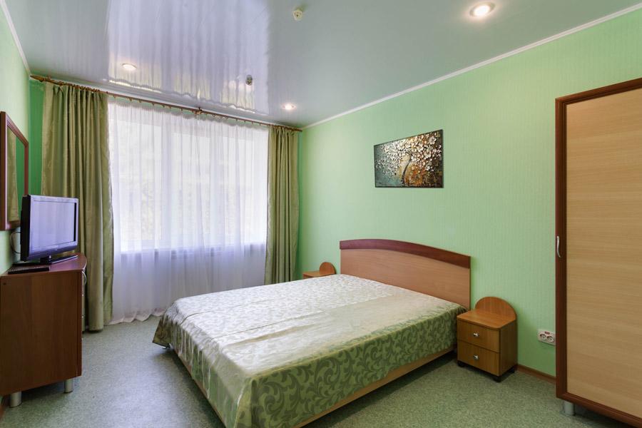Трёхместный полулюкс с двумя спальнями